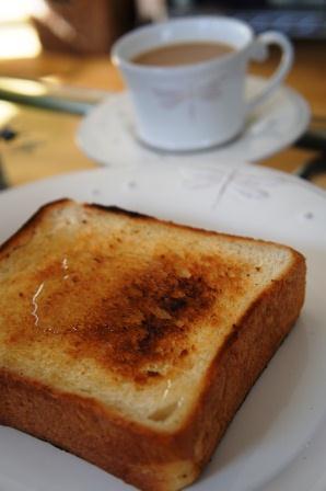 トーストは。。。_a0163160_18392736.jpg