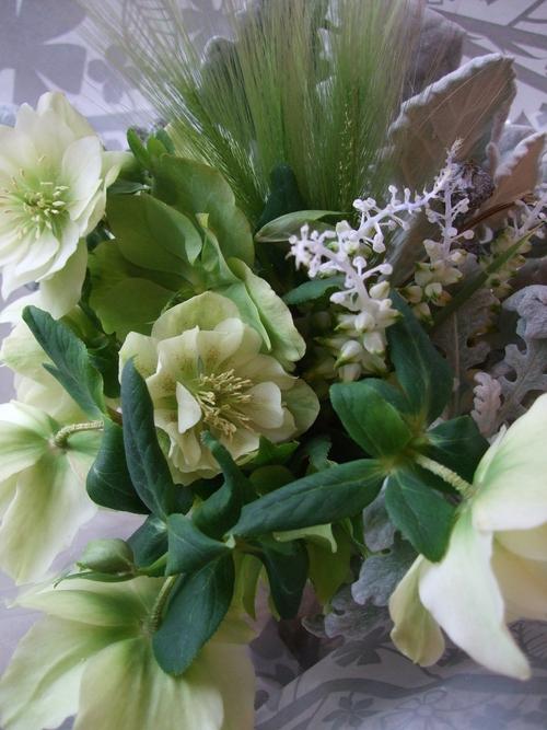 オークリーフ(クリスマスローズとラケナリアの花束)_f0049672_14425162.jpg