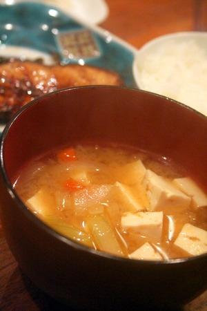 崩し豆腐の白いスープ & 豆腐と野菜の生姜味噌汁_f0141419_621761.jpg
