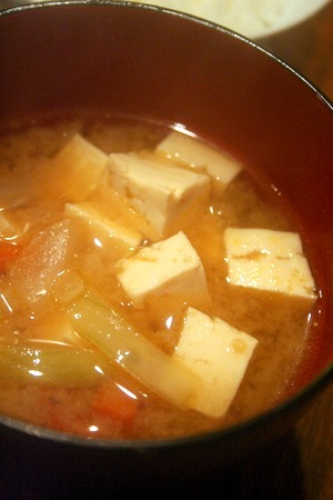 崩し豆腐の白いスープ & 豆腐と野菜の生姜味噌汁_f0141419_622149.jpg