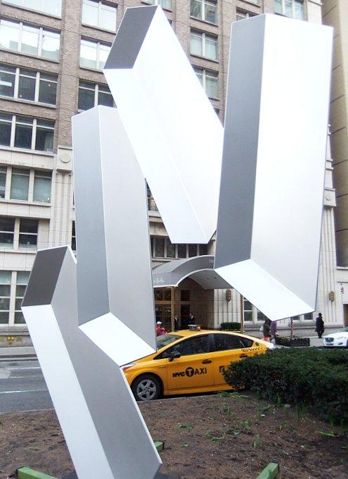 ニューヨークに目の錯覚を楽しめるパブリック・アートが登場中_b0007805_1231520.jpg