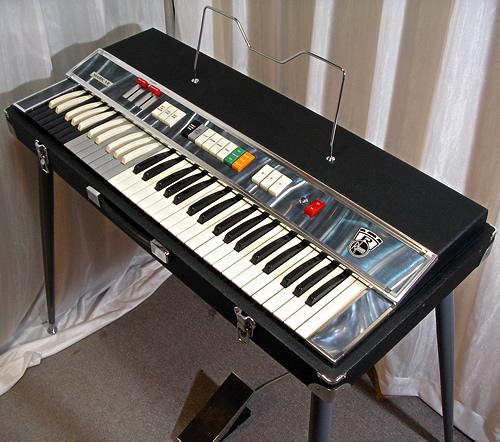 Rheem Mark VII Combo Organ_e0045459_0222996.jpg