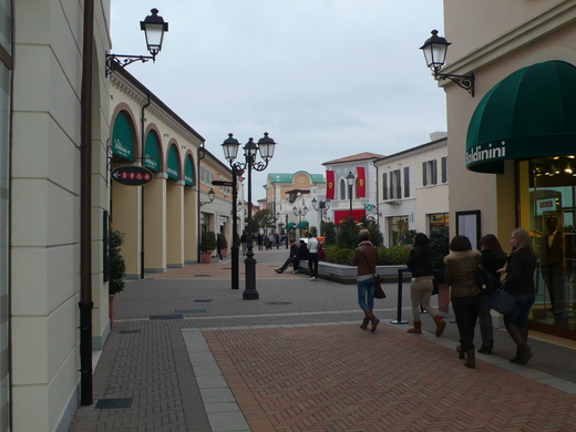 Outlet_a0129711_17224922.jpg
