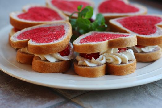 ハートの苺サンドイッチ_f0149855_918287.jpg