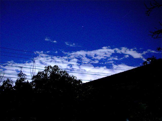 夜の雲はやっぱりきれい_a0136725_0332853.jpg
