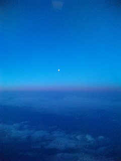 地上一万メートルの月_a0103940_60885.jpg