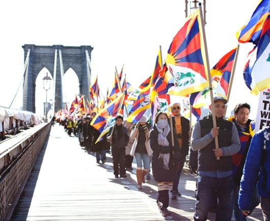 ニューヨークでチベット自治独立デモ&国連前でハンガーストライキも_b0007805_2194518.jpg