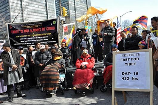 ニューヨークでチベット自治独立デモ&国連前でハンガーストライキも_b0007805_220825.jpg