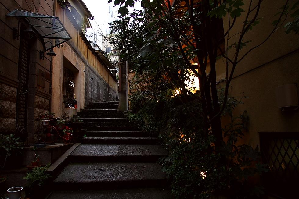 神楽坂散歩(1) - 夕暮れの石段 -_b0190710_7184096.jpg