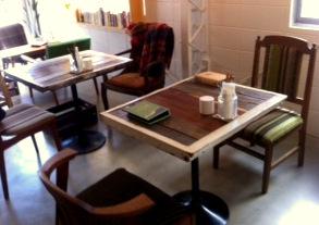 カフェテーブル&木製椅子 納品_c0165392_195850.jpg