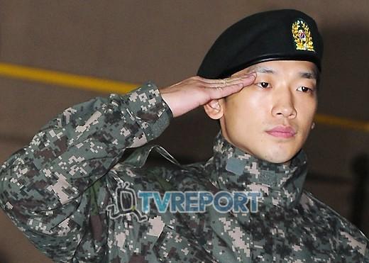 """軍服務中の歌手Rain、パク・ヒョシン、ベトナムでK-POP""""熱唱""""_c0047605_02482.jpg"""