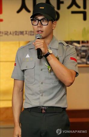 """軍服務中の歌手Rain、パク・ヒョシン、ベトナムでK-POP""""熱唱""""_c0047605_053286.jpg"""