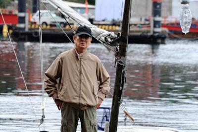 「1枚の写真」 高倉健:「戦後の日本が蓄積してきた経済や社会のシステムがパンクした瞬間でした。」_e0171614_11551680.jpg