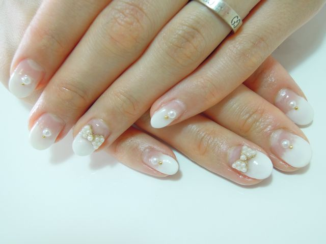White Pearl Nail_a0239065_16323431.jpg