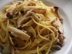 3/16本日のパスタ:鶏挽肉とキノコのぺペロンチーノ_a0116684_1127343.jpg