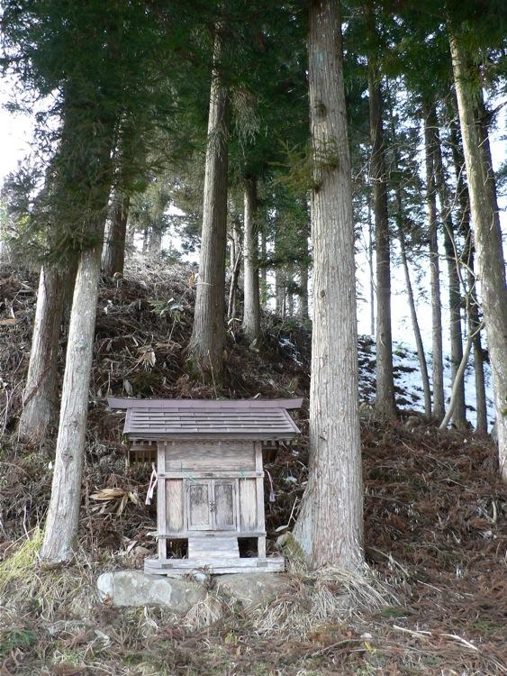 祠、鳥居、石碑。遠野三大モニュメント_d0001843_0132732.jpg