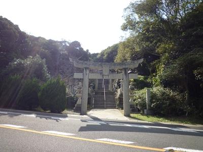 楯崎神社(1)半島の絶壁に立つ巨大な磐座に神功皇后は祈った_c0222861_10301817.jpg