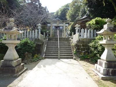 楯崎神社(1)半島の絶壁に立つ巨大な磐座に神功皇后は祈った_c0222861_10304530.jpg