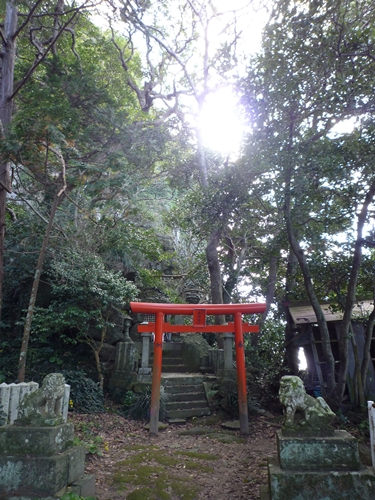 楯崎神社(1)半島の絶壁に立つ巨大な磐座に神功皇后は祈った_c0222861_10341928.jpg