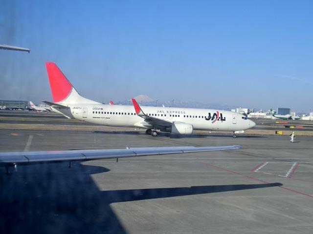 伊丹、東京そして青森へ・・・・冠雪の富士山、素敵なJAL_d0181492_2044283.jpg