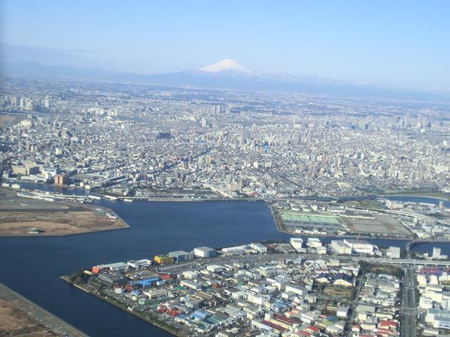 伊丹、東京そして青森へ・・・・冠雪の富士山、素敵なJAL_d0181492_20445622.jpg