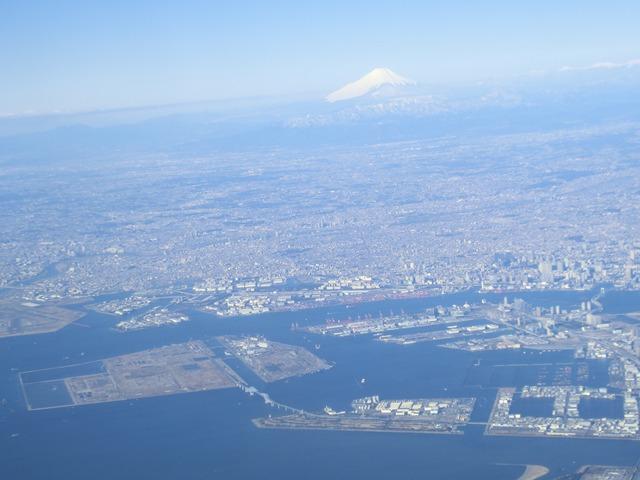伊丹、東京そして青森へ・・・・冠雪の富士山、素敵なJAL_d0181492_20452190.jpg