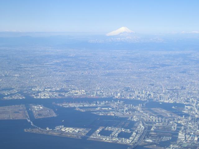 伊丹、東京そして青森へ・・・・冠雪の富士山、素敵なJAL_d0181492_20454756.jpg