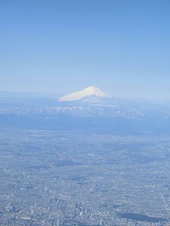 伊丹、東京そして青森へ・・・・冠雪の富士山、素敵なJAL_d0181492_20461433.jpg