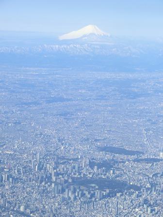 伊丹、東京そして青森へ・・・・冠雪の富士山、素敵なJAL_d0181492_2046336.jpg