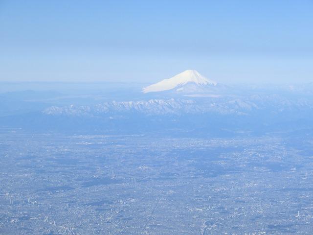 伊丹、東京そして青森へ・・・・冠雪の富士山、素敵なJAL_d0181492_2047022.jpg