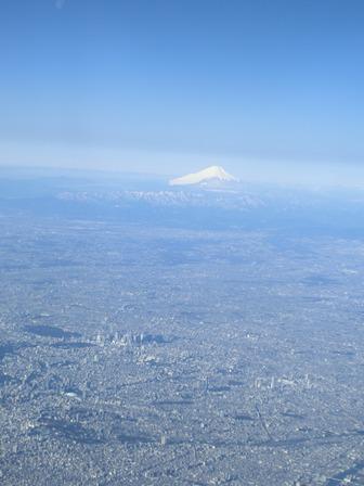 伊丹、東京そして青森へ・・・・冠雪の富士山、素敵なJAL_d0181492_20473995.jpg