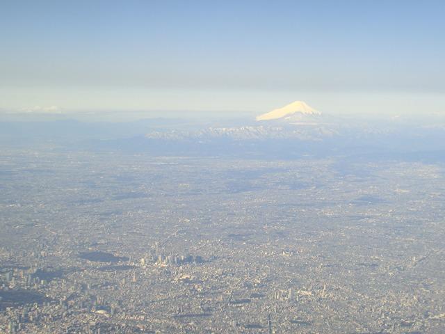 伊丹、東京そして青森へ・・・・冠雪の富士山、素敵なJAL_d0181492_20475887.jpg
