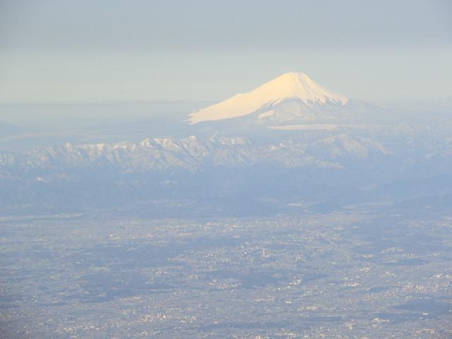 伊丹、東京そして青森へ・・・・冠雪の富士山、素敵なJAL_d0181492_20482321.jpg