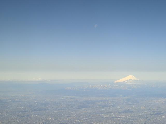 伊丹、東京そして青森へ・・・・冠雪の富士山、素敵なJAL_d0181492_20484159.jpg