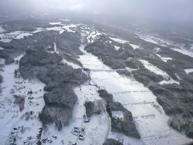 伊丹、東京そして青森へ・・・・冠雪の富士山、素敵なJAL_d0181492_20493487.jpg