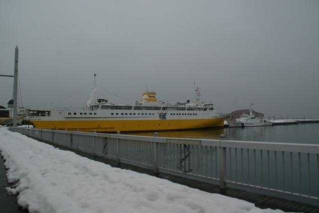 青森、青森駅桟橋に行きました。・・・青森ねぶた、桟橋、八甲田丸_d0181492_22114623.jpg