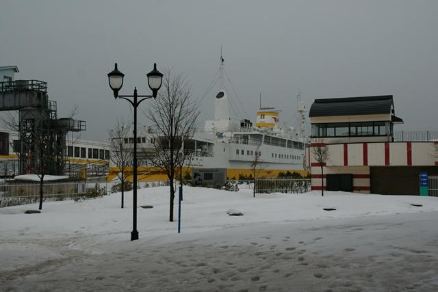 青森、青森駅桟橋に行きました。・・・青森ねぶた、桟橋、八甲田丸_d0181492_22125636.jpg