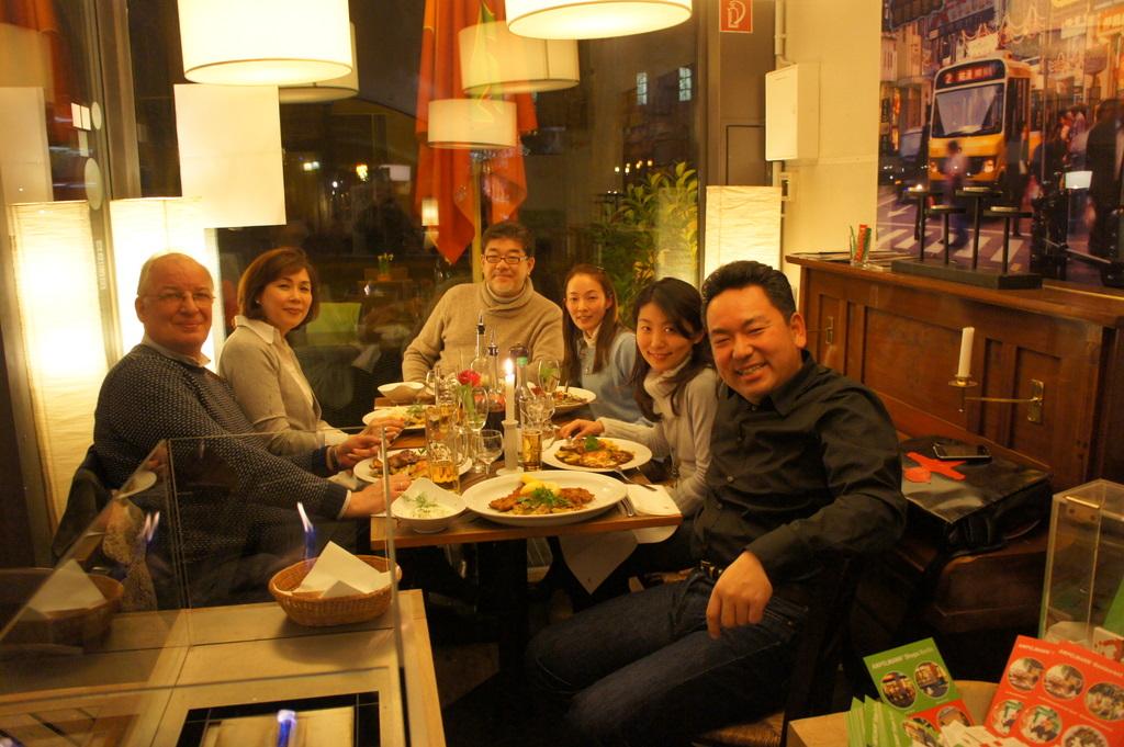 U野夫妻とアンペルマンレストランへ。_c0180686_19394133.jpg