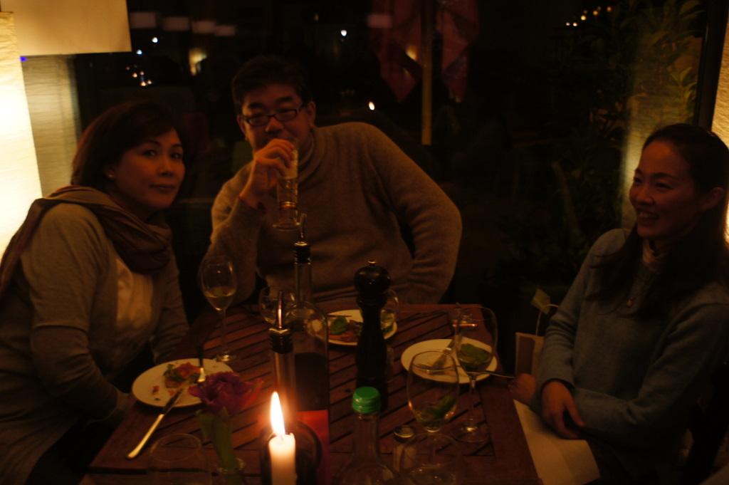 U野夫妻とアンペルマンレストランへ。_c0180686_1942030.jpg
