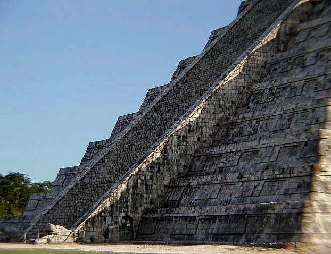 春分の日ククルカンピラミッドに象徴は現れる?!_b0213435_143595.jpg