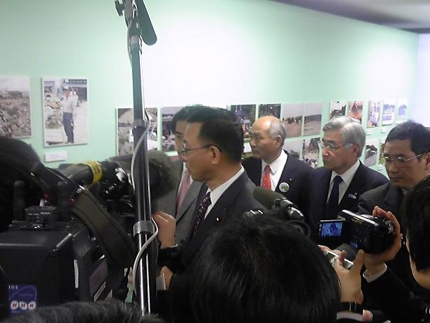 2012.3.9. 自民党本部「福島の写真展」_a0255967_11373042.jpg