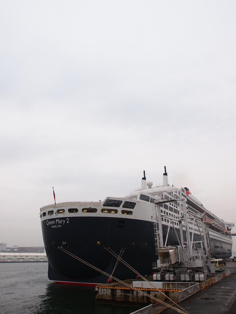 「Queen Mary 2」_a0133692_15193153.jpg