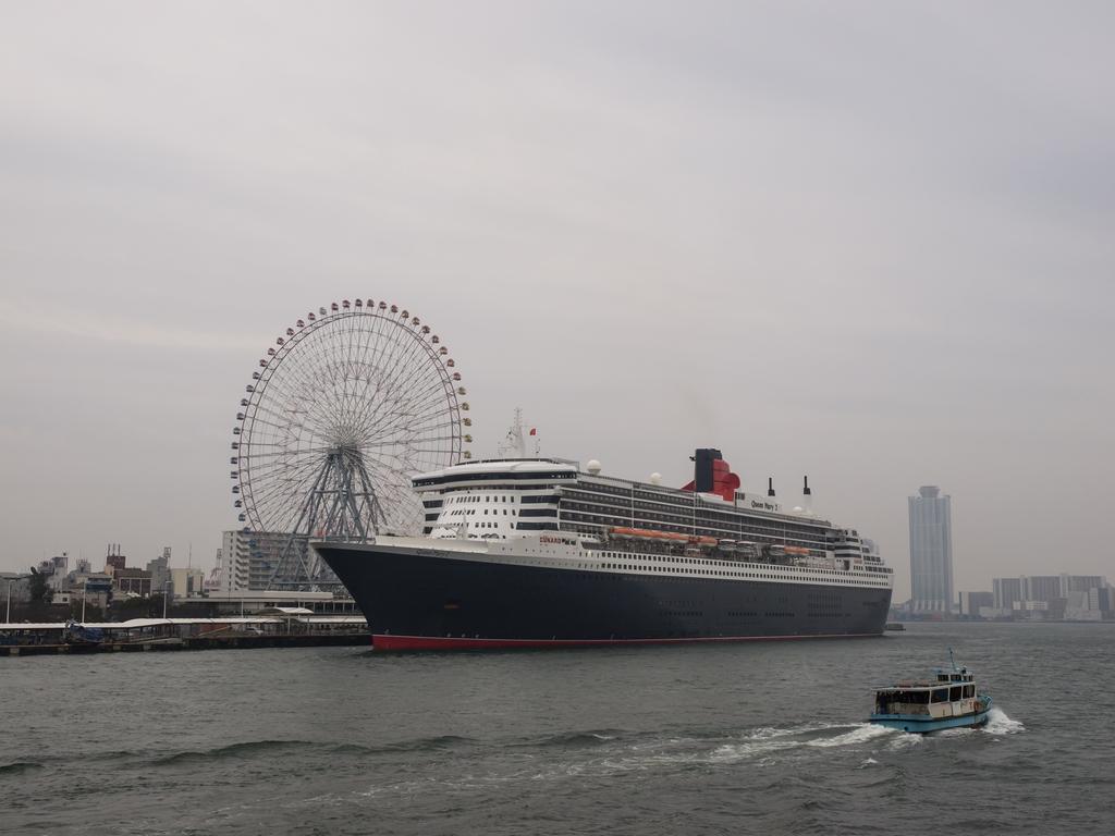 「Queen Mary 2」_a0133692_15334752.jpg