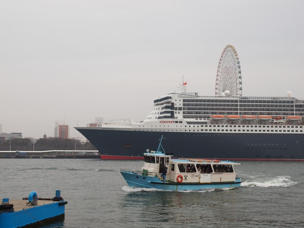 「Queen Mary 2」_a0133692_1539823.jpg
