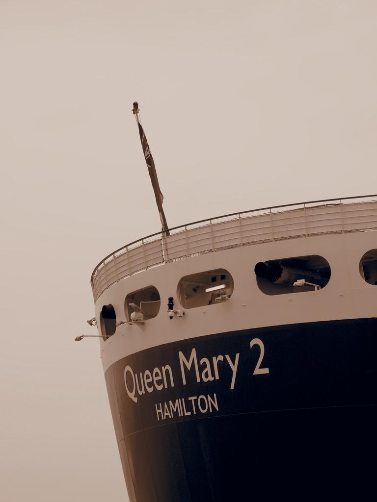「Queen Mary 2」_a0133692_19255141.jpg