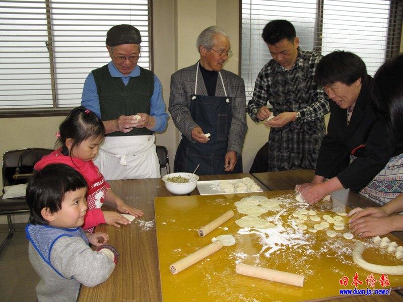 中国驻日大使夫人参加日中友好团体交流会开展饺子外交_d0027795_16532535.jpg