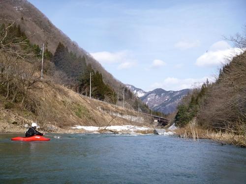 坂内川へ_c0113733_23355663.jpg