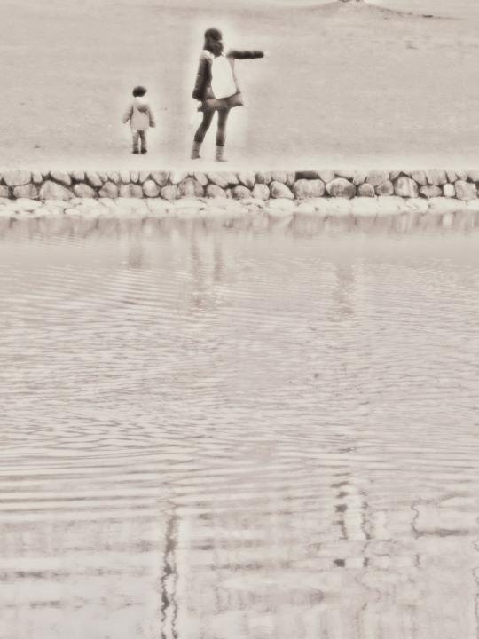 水辺の母子_e0169421_132559.jpg
