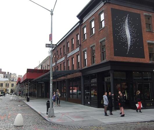 NYの交差点の真ん中に、今年の色コスメを体験できるポップアップ店オープン中_b0007805_14122527.jpg