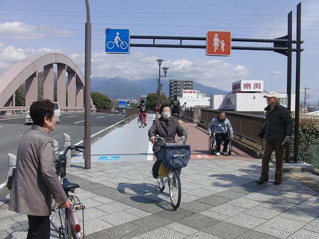 整備が進む自転車道と、それに関する大きな疑問_f0141310_8125671.jpg